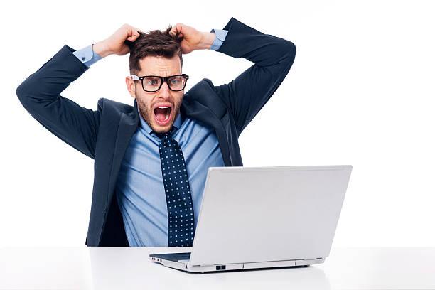 masculino trabalhador de escritório chocado - puxar cabelos imagens e fotografias de stock