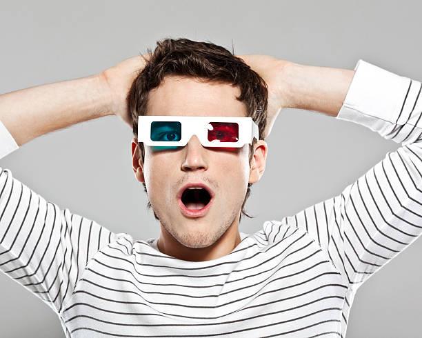 Choqué homme portant Lunettes 3D - Photo