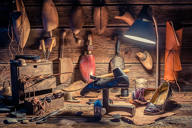 shoemaker workshop with shoes to repair and tools - remmar godis bildbanksfoton och bilder