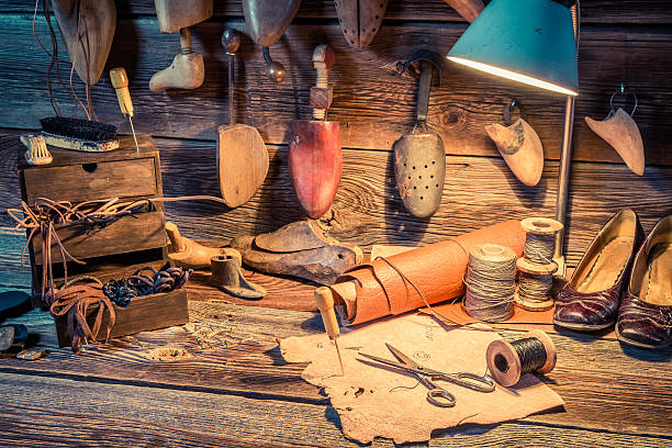 shoemaker workshop with tools and spare parts - remmar godis bildbanksfoton och bilder