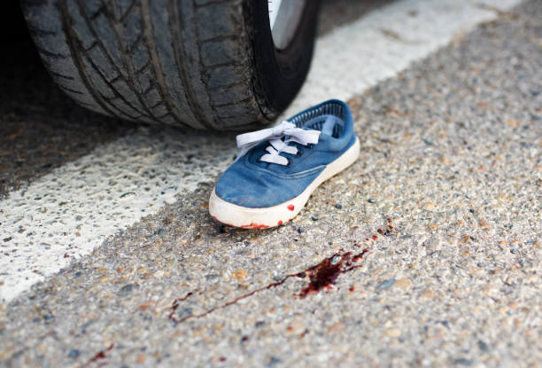 Schuhe im Blut unter die Räder – Foto