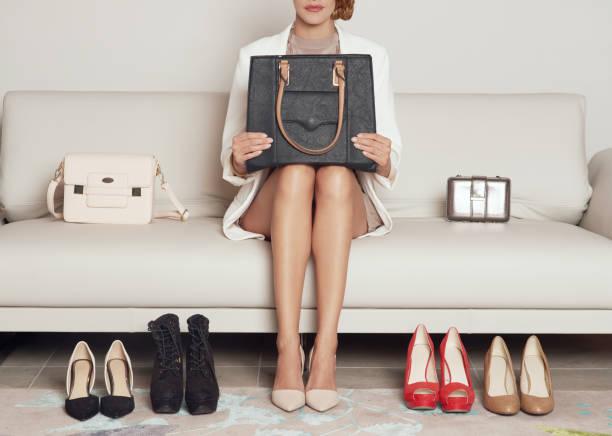 Zapatos o bolsos, cómo puedo decidir - foto de stock