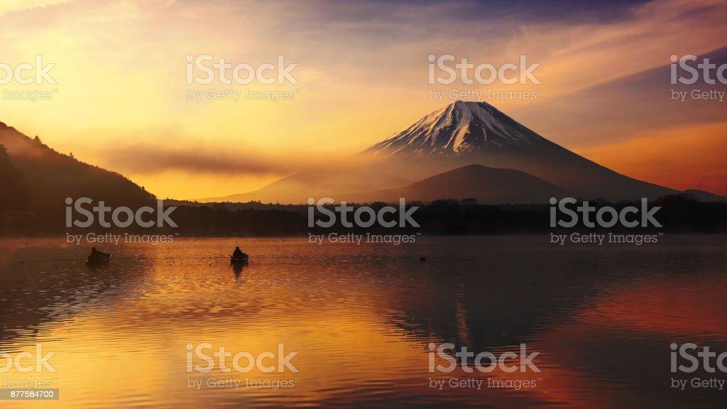 Shoji-See mit Mt. Fuji bei Sonnenaufgang – Foto