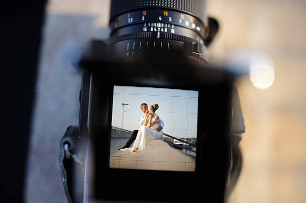shooting a wedding with a vintage camera - wedding photography and videography stock-fotos und bilder