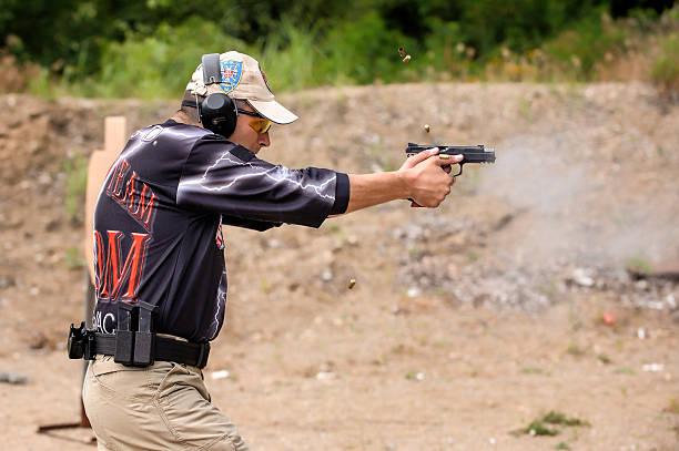 strzelać i broni sprawie odkryty strzelać zakres - tarcza broń zdjęcia i obrazy z banku zdjęć