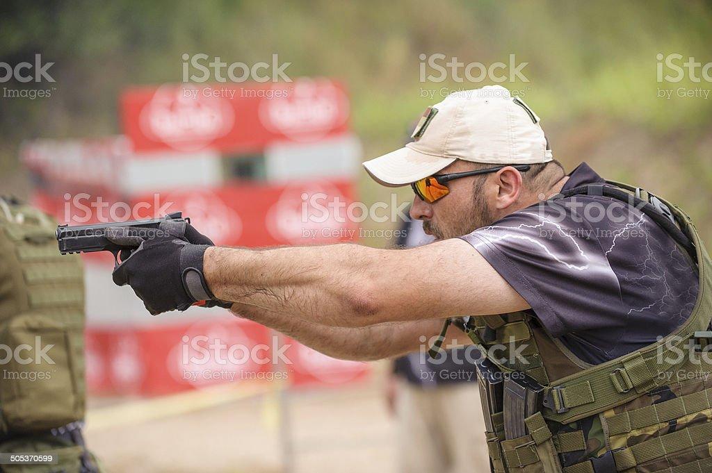 Tiro de armas y de capacitación - foto de stock