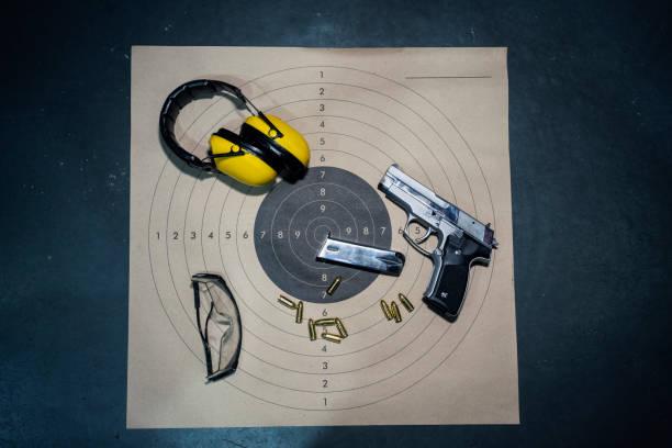 shooting range - tarcza broń zdjęcia i obrazy z banku zdjęć