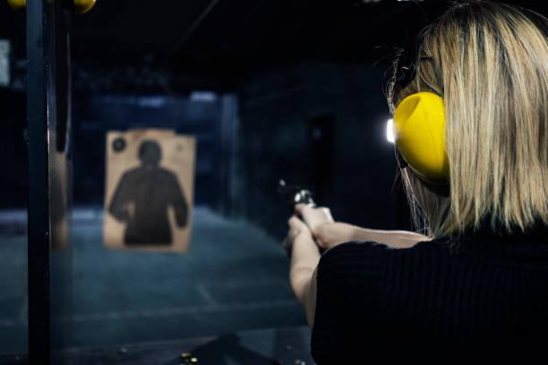 schietbaan - gun shooting stockfoto's en -beelden