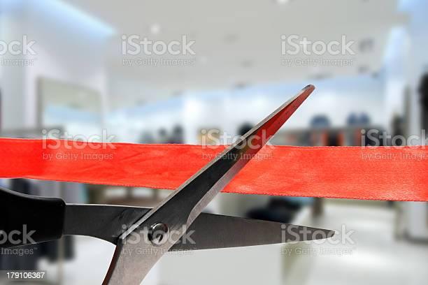 Photo libre de droit de Acheter Inaugurationcouper Un Ruban Rouge banque d'images et plus d'images libres de droit de Cérémonie d'ouverture