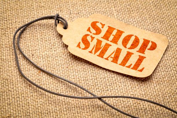 작은-쇼핑 가격 태그에 텍스트 - small business saturday 뉴스 사진 이미지