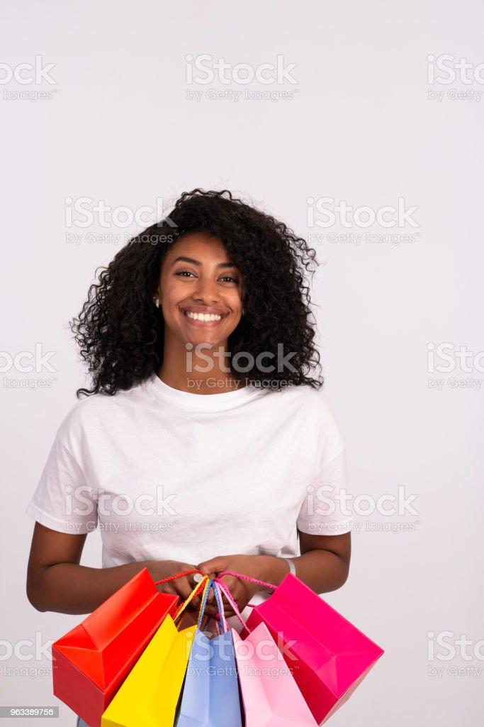 Shopper kobieta z wielu kolorowych toreb na zakupy. - Zbiór zdjęć royalty-free (20-29 lat)