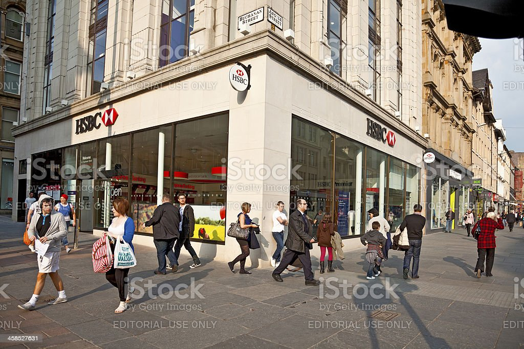 Shoppers And Pedestrians Central Glasgow Hsbc Branch Stock