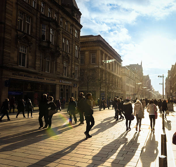shoppers on buchanan street in glasgow - fotgängarområde bildbanksfoton och bilder