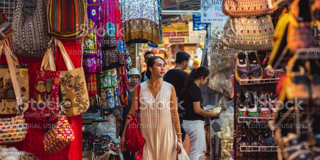 Einkaufen in Chatuchak-Markt - Bangkok, Thailand – Foto