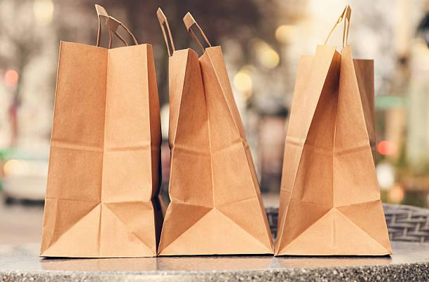 einkaufstaschen - neontasche stock-fotos und bilder