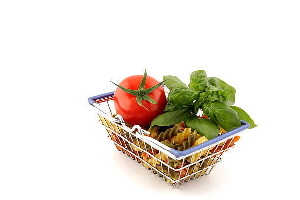 shopping basket with colorful noodles, tomate and - kochen mit oliver stock-fotos und bilder