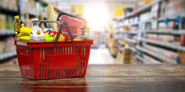신선한 음식과 쇼핑 바구니. 식료품 슈퍼마켓, 음식 및 온라인 구매 및 배달 개념을 먹는다. - 바구니 뉴스 사진 이미지
