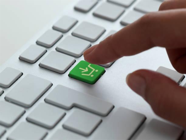 shopping carrello icona sulla tastiera - icona supermercato foto e immagini stock
