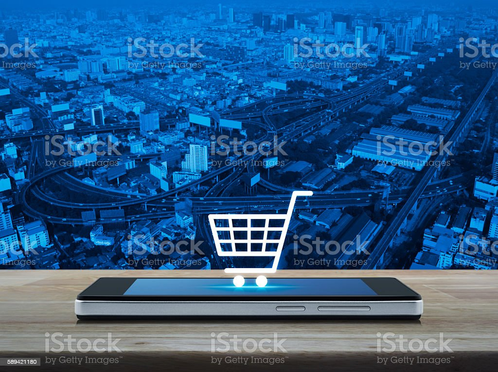 Shopping cart icon on smart phone screen, Shop online concept - foto de stock