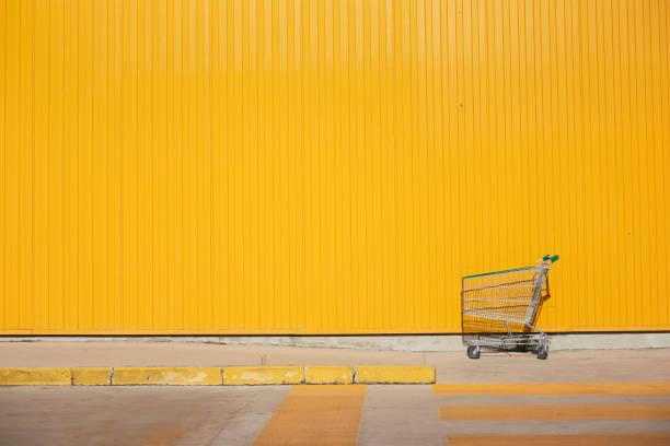 Einkaufswagen vor der Gelben Mauer – Foto