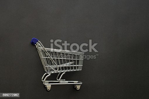 istock Shopping cart 599272982