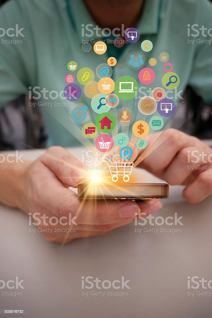 Einkaufswagen mit Anwendung-software-Ikonen auf mobile, Geschäft), – Foto