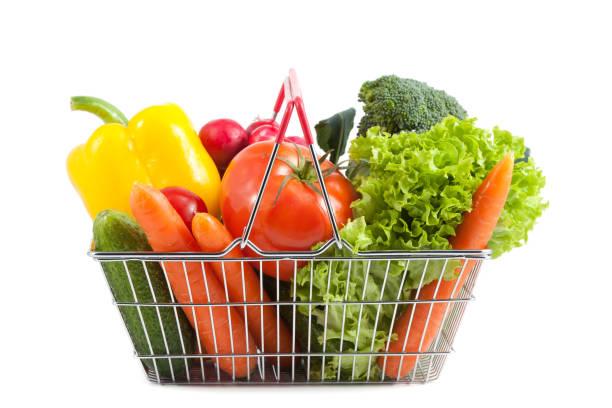 Warenkorb mit perfekten Gemüse – Foto