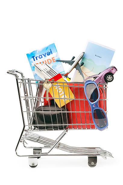 einkaufswagen mit urlaub reise-package, kreuzfahrt, flug, mietauto - gepäck verpackung stock-fotos und bilder