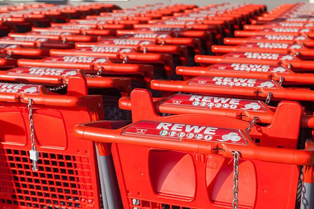 shopping carts of the german supermarket chain, rewe - rewe supermarket stock-fotos und bilder