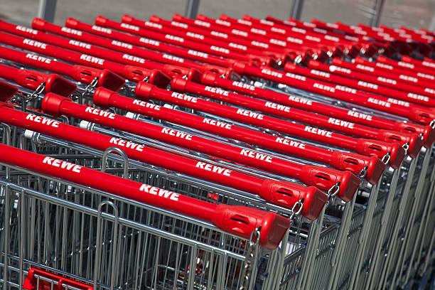rewe einkaufswagen - rewe supermarket stock-fotos und bilder