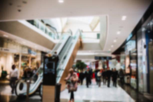 einkaufszentrum galerie erlauben oder defokussierten menschen - schnelles weihnachtsessen stock-fotos und bilder