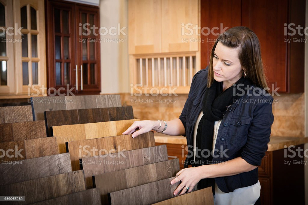 Shopping for flooring - Lizenzfrei Auslage Stock-Foto
