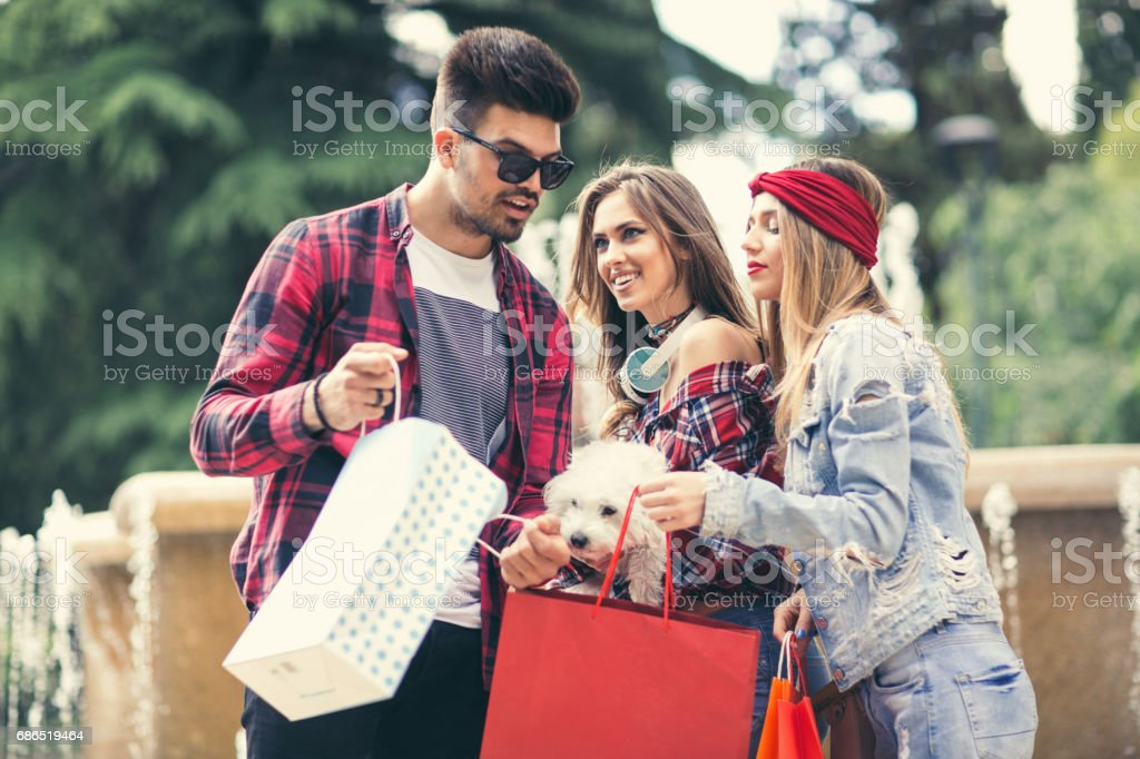 Shopping girls and man are walking after shopping around the town foto stock royalty-free