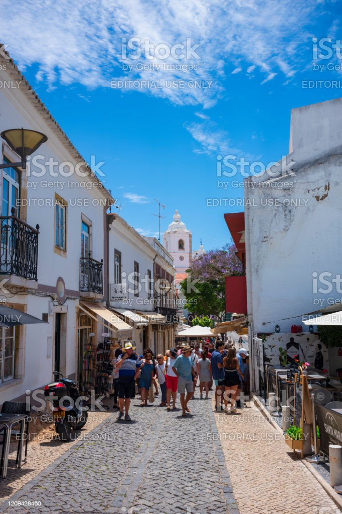 Shopping in lagos portugal