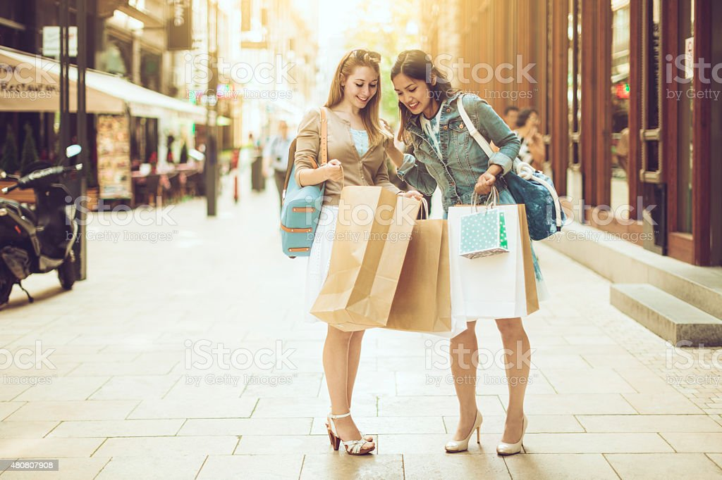 Shopping in città - foto stock