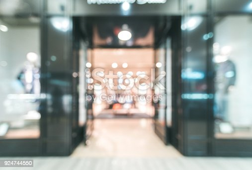istock Shopping mall blur background 924744550