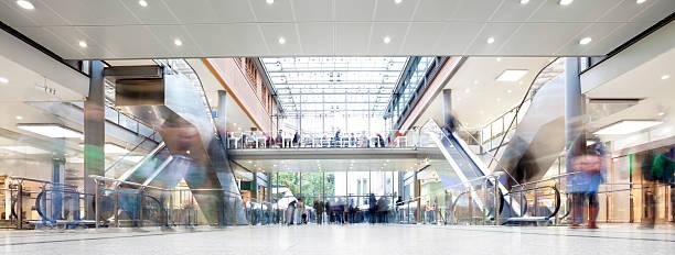 shopping center, com multidões de compradores - shopping - fotografias e filmes do acervo