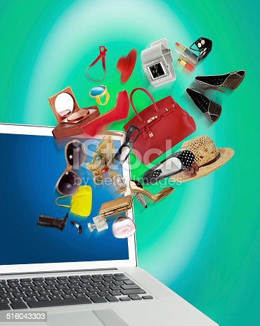 istock Shopping online 516043303