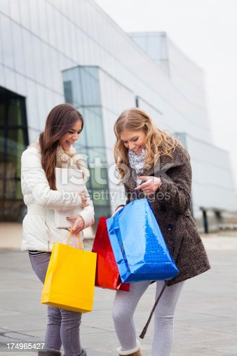 istock Shopping 174965427