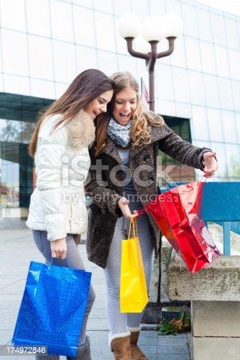 istock Shopping 174972846