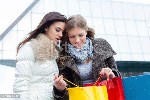 istock Shopping 174978642