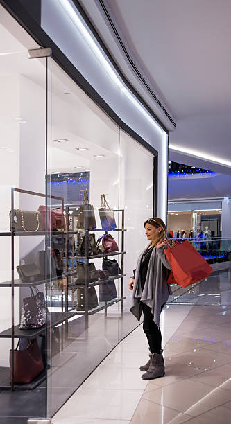shopping - damenschuhe 44 stock-fotos und bilder