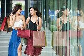 istock Shopping spree 962453262