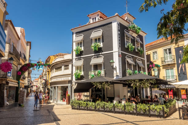shopping street in the downtown of setúbal in portugal, with a beautiful building full of flowers on a summer morning. - setubal imagens e fotografias de stock