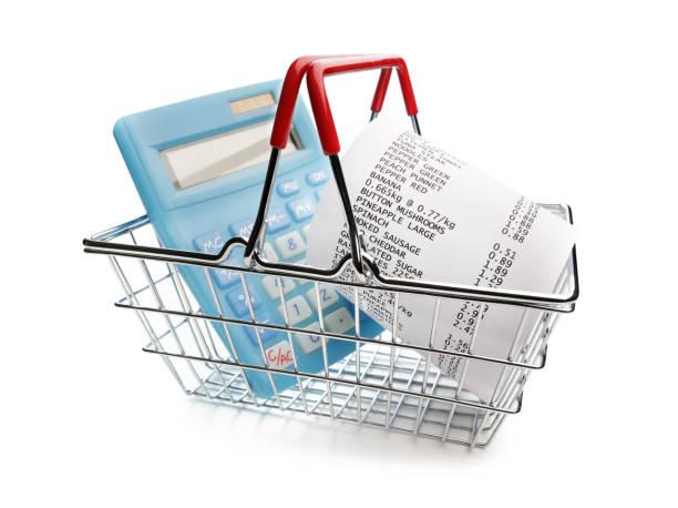 shopping bis zum eingang, taschenrechner und warenkorb - gutschein ausdrucken stock-fotos und bilder
