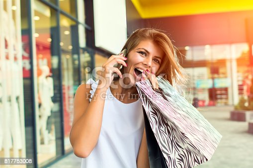 531536422istockphoto Shopping woman in the city 817753008