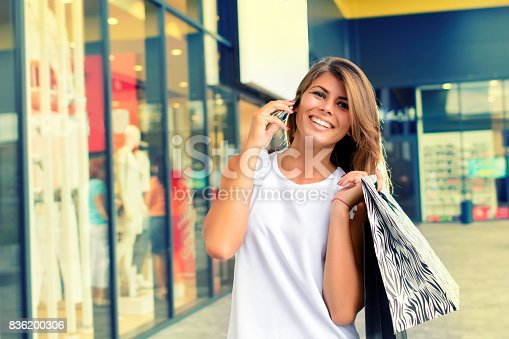 531536422istockphoto Shopping woman in the city 836200306