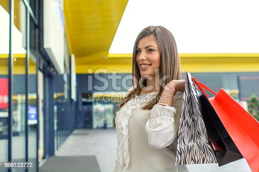 531536422istockphoto Shopping woman in the city 866123772