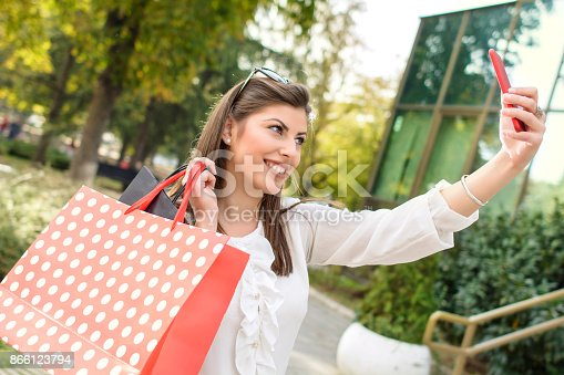 531536422istockphoto Shopping woman in the city 866123794