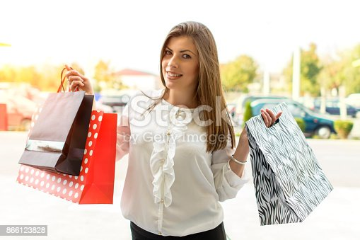 531536422istockphoto Shopping woman in the city 866123828